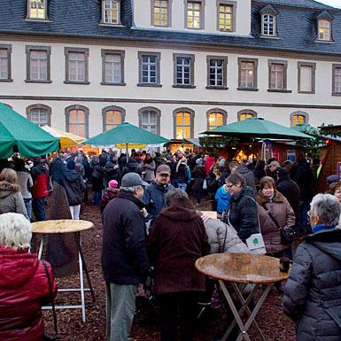 Lauterbacher Weihnachtsmarkt vor dem Hohausmuseum