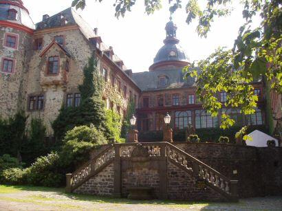http://www.vogelsberg-touristik.de/img_fuehrungen/laubach4.jpg